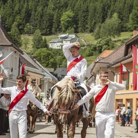 Heimatleuchten das Gurktal: Kranzelreiten in Weitensfeld